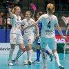 Lisa Carlsson, Julia Croneld a Frida Nilsson se radují z gólu do sítě Klotenu. Foto: Martin Flousek