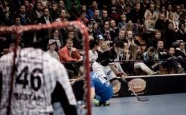 Michal Podhráský v souboji s OLS Oulu. Foto: Flickr, Anssi Koskinen