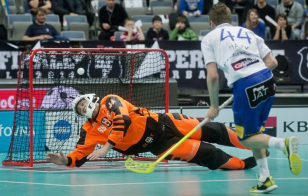 Lukáš Hájek střílí Tatranu gól v Superfinále.