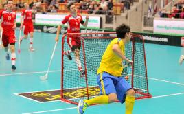 Danny Estrella Naslund právě poslal míček do prázdné branky. Foto: IFF Flickr - Calle Ström.