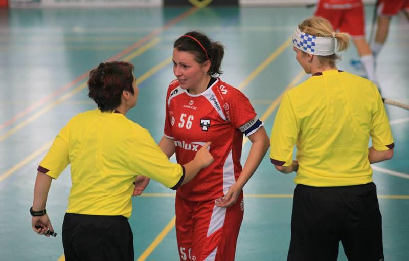 Lucie Hejnová a Jitka Romančáková v diskuzi s kapitánkou Tatranu Bárou Beranovou. Foto: Pavel Doubek.