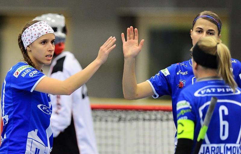 Jana Vojáčková (vlevo) a spol. se mohou radovat z důležitého vítězství. Foto: Facebook Florbal Chodov