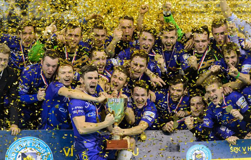 Marek Matejčík dovedl Vítkovice jako kapitán k triumfu v poháru. Foto: Flickr Český florbal