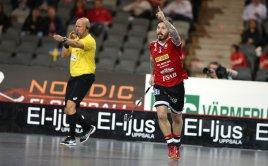 Jimmie Pettersson ze Storvrety oslavuje svůj gól. Foto: Per Wiklund