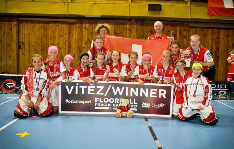 Nejmladší dívky z Zugu vybojovaly premiérové zlato z Prague Games pro svůj tým. Foto: PragueGames.cz.