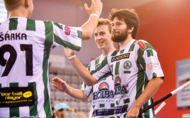 Martin Rossi a Radek Mandík oslavují gól Bohemians. Foto: www.czechopen.cz