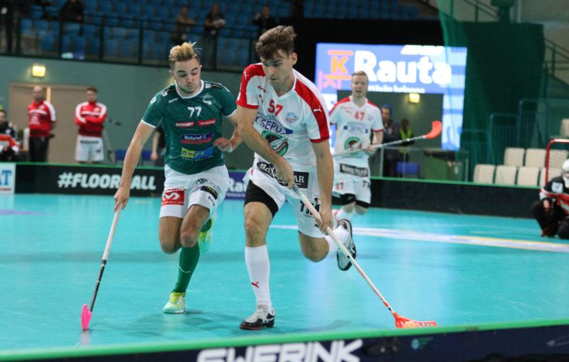 Wiler se musel sklonit před finským protivníkem. Foto: Flickr IFF