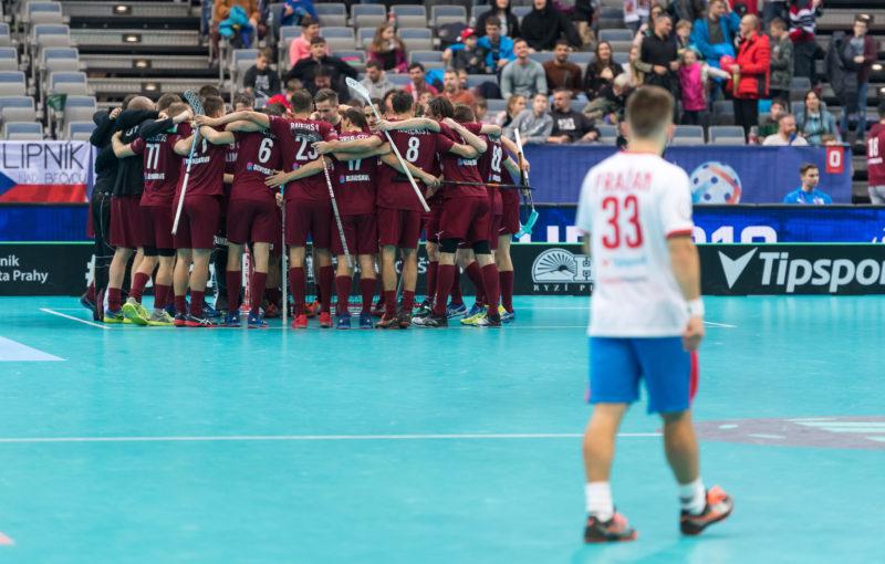 Lotyši v euforii po triumfu nad domácím výběrem. Foto: Martin Flousek, Český florbal