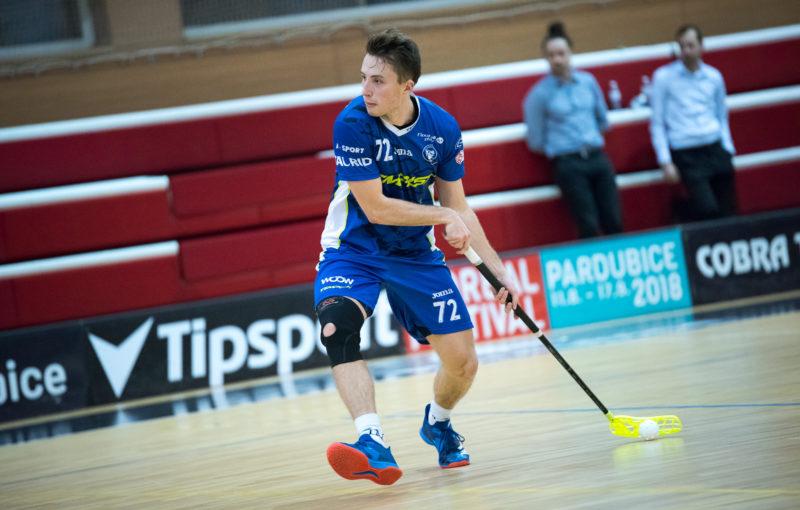 Adam Delong si přenesl formu ze šampionátu i do Tipsport Superligy. Foto: Sokol Pardubice, Český florbal