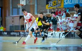Martin Zozulák v play down proti Bulldogs Brno. Foto: Sokol Pardubice, Český florbal