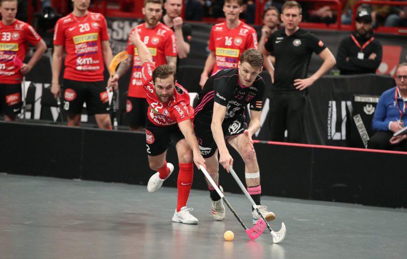 Albin Sjögren v souboji s Emilem Johanssonem. Foto: Per Wiklund