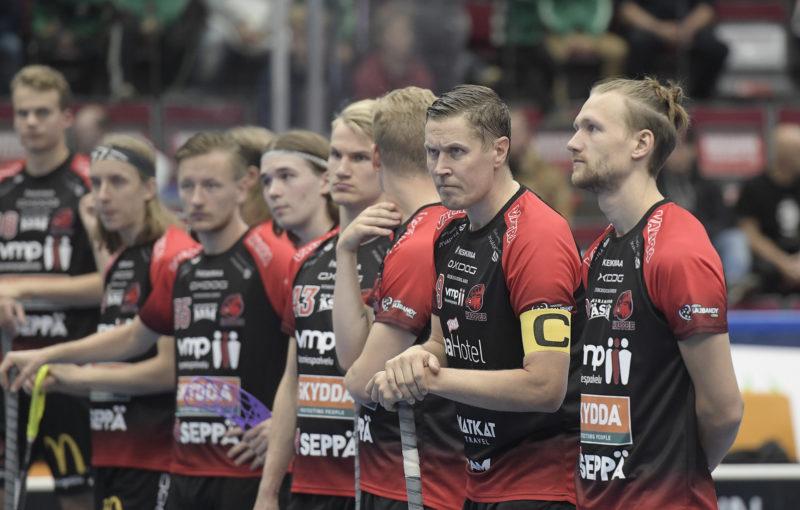 42letý veterán Mika Kohonen načal svou 25. florbalovou sezonu! Foto: Salibandy.fi