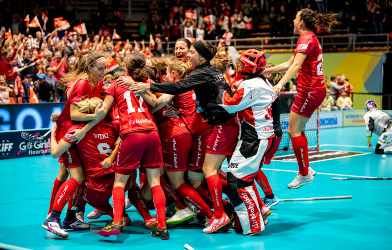 Obrovská euforie švýcarských hráček po dokonání obratu v duelu s Českem. Foto: Fabrice Duc, www.fabriceduc.ch