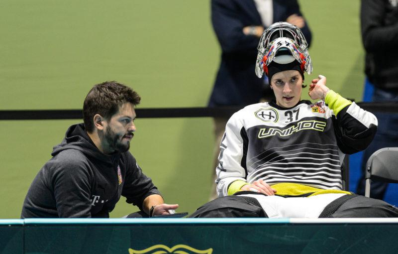 Jana Christianová s trenérem brankářek Romanem Vítkem. Foto: Martin Flousek, Český florbal