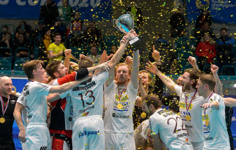 Florbalisté Storvrety se po třech letech radují z trofeje pro vítěze Poháru mistrů. Foto: Martin Flousek
