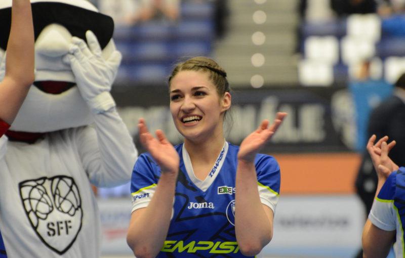 Jana Trošková má po úspěšném superfinále další důvod k úsměvu. Foto: Florbal Vítkovice