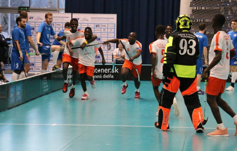 Hráči Pobřeží Slonoviny oslavují branku do sítě Itálie. Foto: Miroslav Hýlek, IFF