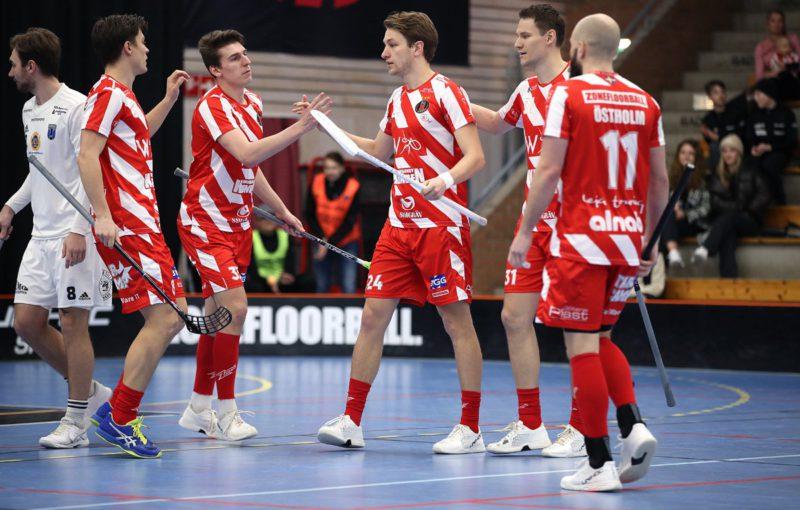 Jestli se ještě bude Marek Beneš radovat se svými spoluhráči z Pixba z gólu, není v současné chvíli jasné. Foto: Per Wiklund, www.perwiklund.se