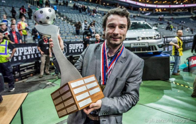 Tomáš Krásný s mistrovskou trofejí. Foto: Jiří Zerzoň