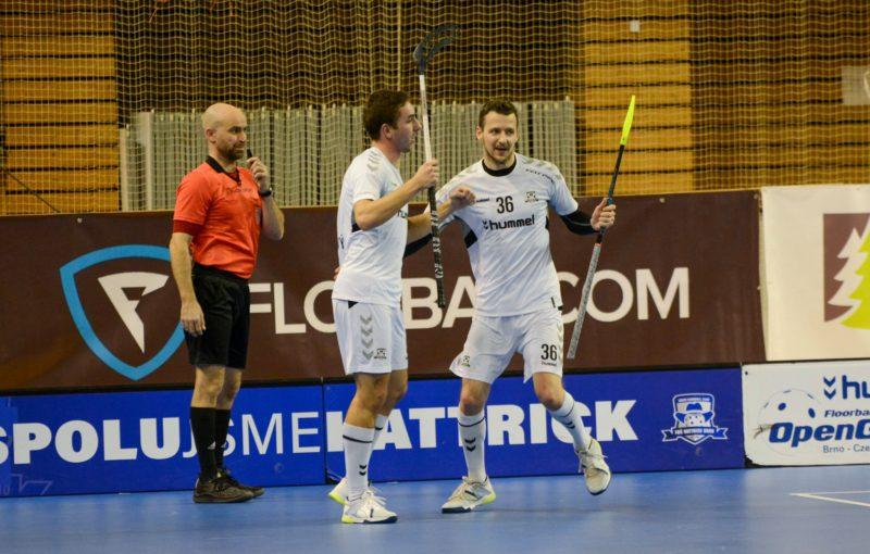 Luděk Ondráček (číslo 36) se i nadále bude snažit pálit góly za Hattrick Brno. Foto: FBŠ Hattrick Brno