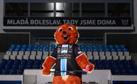 Nový maskot mladoboleslavského florbalu veverka Štěpánka. Foto: Martin Flousek, Florbal Mladá Boleslav