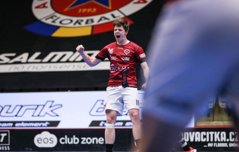 Dominik Beneš vsítil v rozhodující šesté partii čtvrtfinále s Tatranem důležité dva góly. Foto: ACEMA Sparta Praha, Český florbal