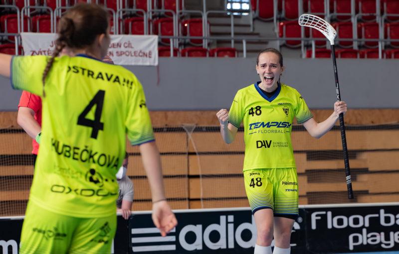 Eliška Planková se raduje, Vítkovice postupují do superfinále! Foto: Lukáš Zetek, Florbal Vítkovice