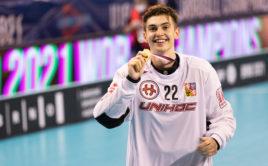 Tomáš Jurco si mohl po vítězném finále na krk pověsit zlatou medaili. K jejímu zisku výrazně přispěl. Foto: Matyáš Klápa