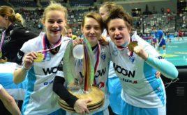 Veronika Vobořilová (úplně vpravo) povede jako hlavní trenérka ženy Velké Británie. Foto: Florbal Vítkovice