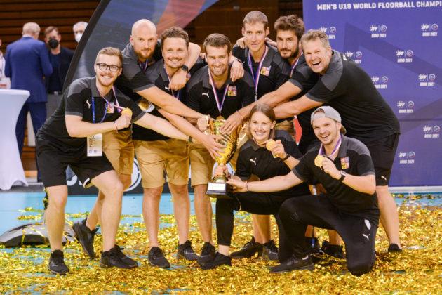 Úspěšný realizační tým juniorské reprezentace na MS 2021 v Brně. Foto: Matyáš Klápa