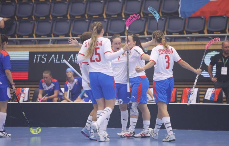 České juniorky slaví ve druhém utkání šampionátu výhru nad Slovenskem. Foto: Adam Troy