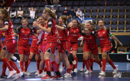 Švýcarky slaví nečekanou výhru nad Finskem. Foto: Adam Troy