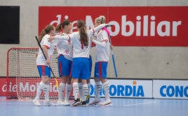 České florbalistky slaví výhru nad Švýcarskem. Foto: Swiss Unihockey